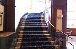 実は、今も昔も階段は注目の媒体でした